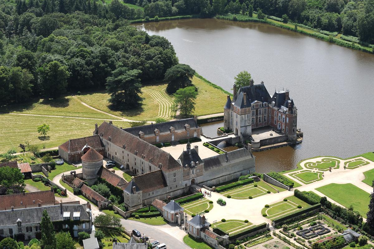 Vue aérienne du Chateau de la Bussière