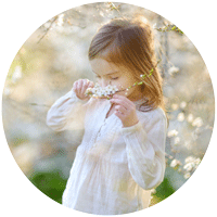 Jardiner avec les enfants : fillette - odorat