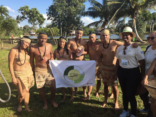 Cuba - Acteurs taïnos avec la bannière Turnat