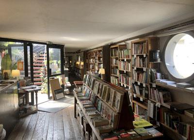 Librairie l'eau et les rêves - l'intérieur