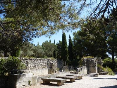 Abbaye de Saint-André - ruines et tombes de l'ancienne abbaye