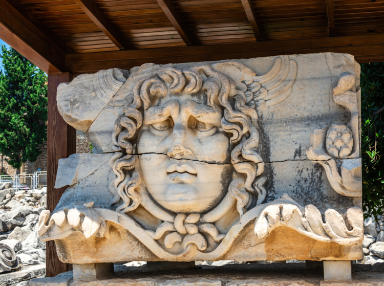 Apollon, bas relief, Temple de Didyma en Turquie ©Cavan Images