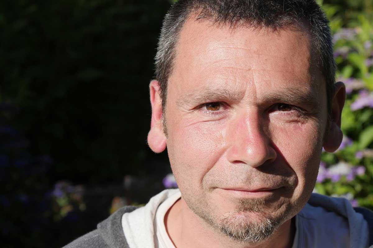 Fabrice Gautier, pépiniériste - sous un arbre Perché